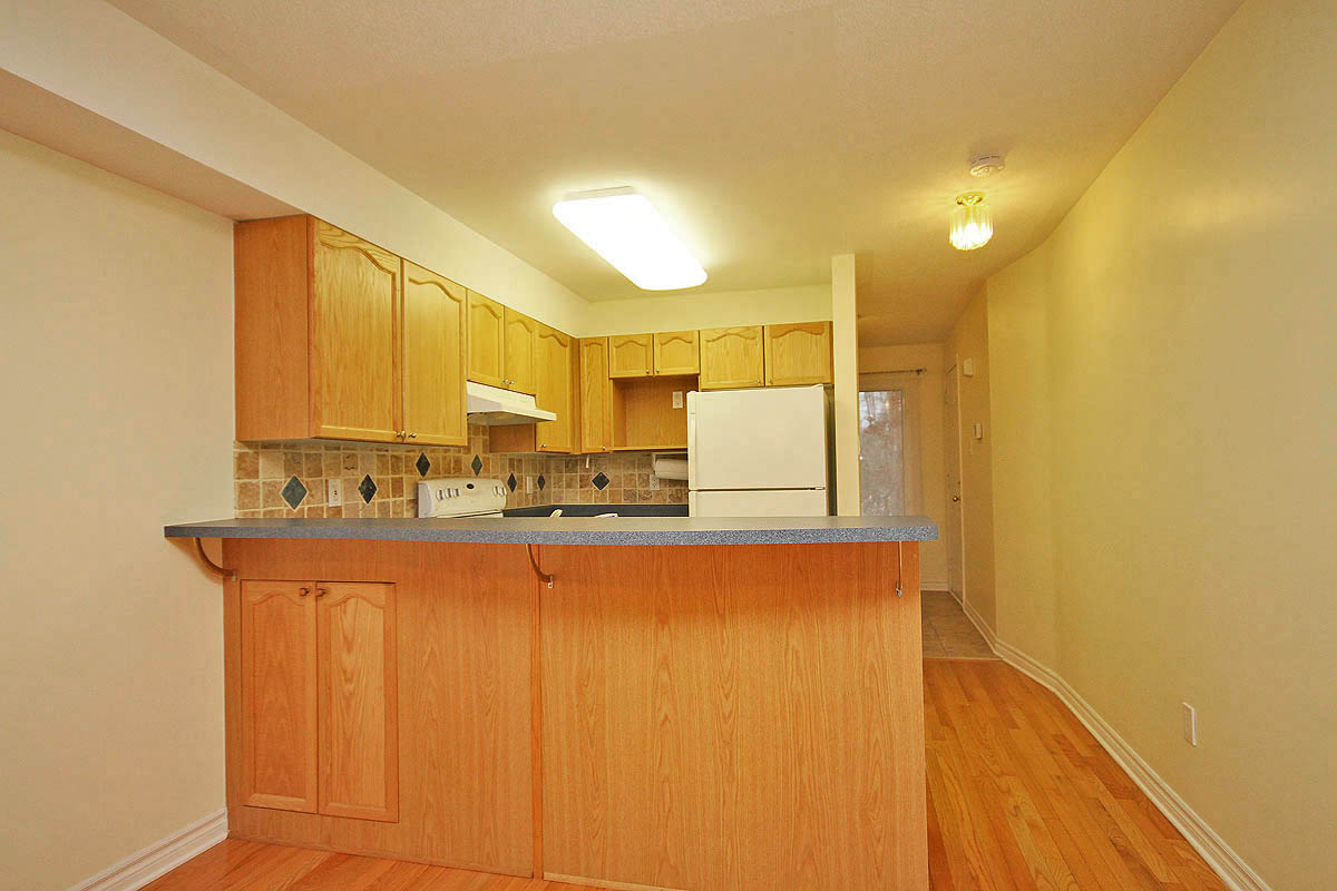 113 Tall Pines Private,Ottawa,Canada K2H1H1,2 Bedrooms Bedrooms,2 BathroomsBathrooms,Single Family,Tall Pines Private,1006