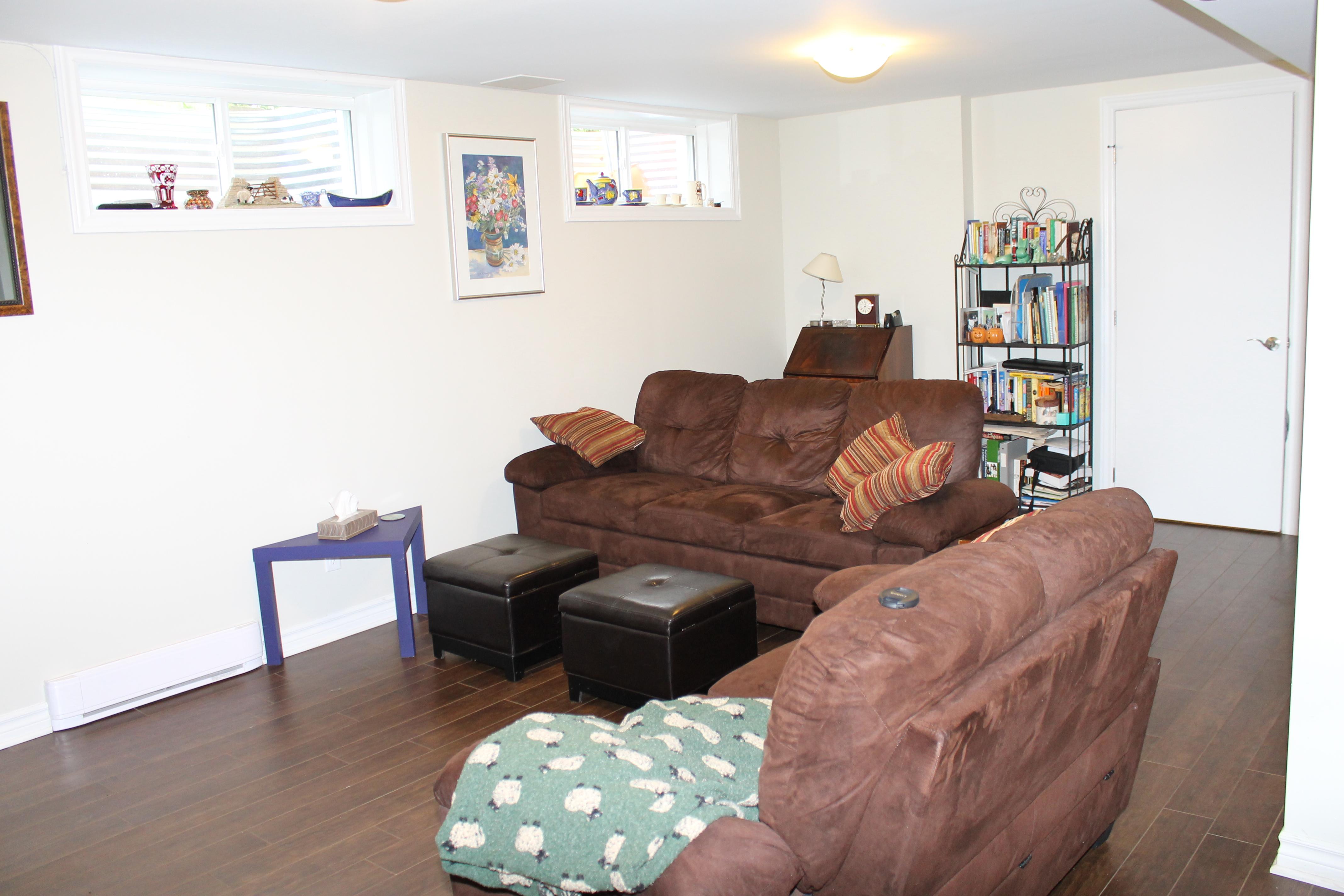 970 Shamir Avenue,Ottawa,Ontario,Canada,5 Bedrooms Bedrooms,2 BathroomsBathrooms,Multi-Family,Shamir Avenue,1082